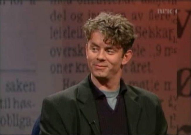 NY I «NYTT PÅ NYTT»: Knut Nærum har vært fast paneldeltaker siden starten i 1999. Her er han i den første sendingen. Foto: NRK