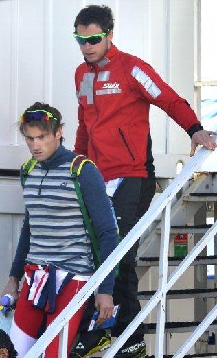 STAFETT-BOMBE: Petter Northug (foran) og Eirik Myhr Nossum etter stafetten i Sotsji. Norge ble nummer fire. De norske løperne hadde elendige ski. Foto: BJØRN S. DELEBEKK