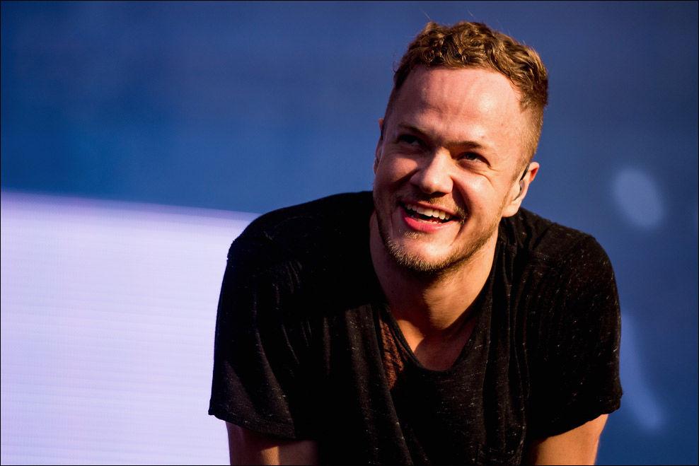 HEDRER: Imagine Dragons-vokalist Dan Reynolds mottar pris for låtskrivingen sin i New York i juni. Her under en konsert i Sao Paolo, Brasil tidligere denne måneden. Foto: GETTY IMAGES