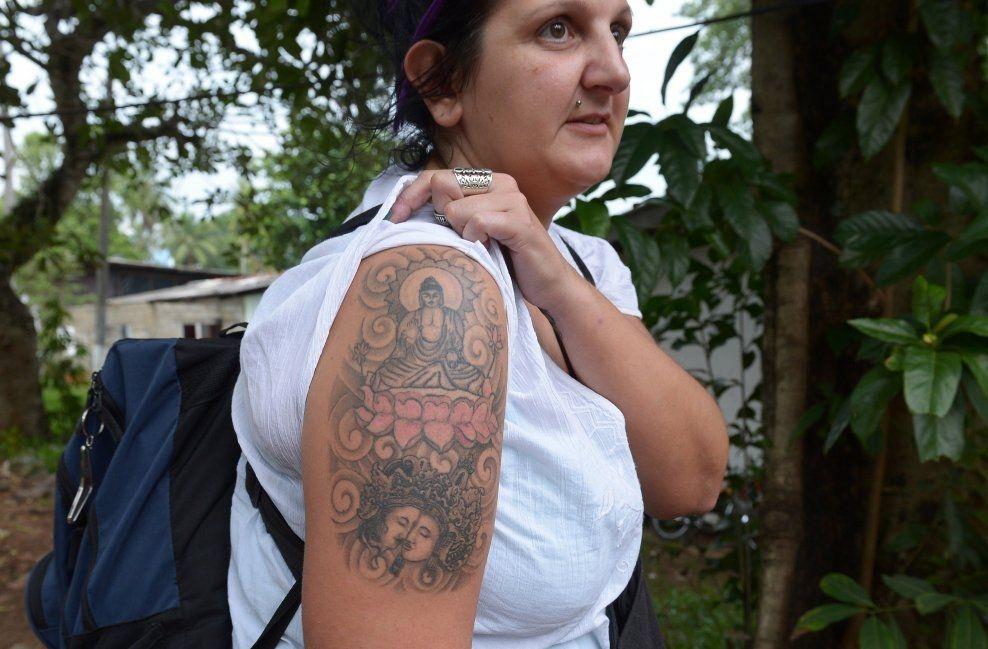 DEPORTERT: Naomi Coleman fikk ikke feriere på Sri Lanka på grunn av tatoveringen hun har på armen. Foto: Afp