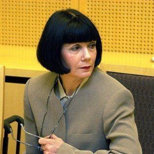 AVVISER: Daglig leder og eier av Laserklinikken, Anne Harila, har nå lagt ned sine nettsider og har satt jurister til å se på saken. På nettsiden står det nå at Laserklinikken «er ikke tilgjengelig inntil videre, da myndighetene ikke vil at vi skriver hva vi behandler.» Her er Harila avbildet i forbindelse med en tidligere rettsak. Foto: Jan Petter Lynau, VG