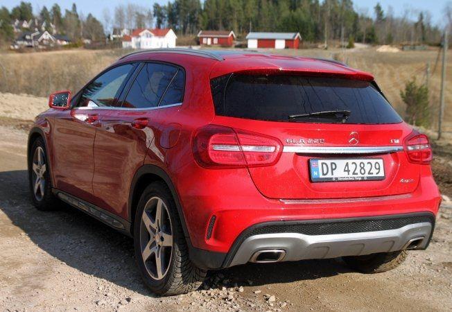LAVERE HENGERVEKT: Mens både BMW X1 og Audi Q3 kan trekke 2000 kilo, må GL-eieren av en 220-modell nøye seg med 1800 kilo ifølge Opplysningsrådet for Veitrafikken. Foto: Øystein Larsen-Vonstett