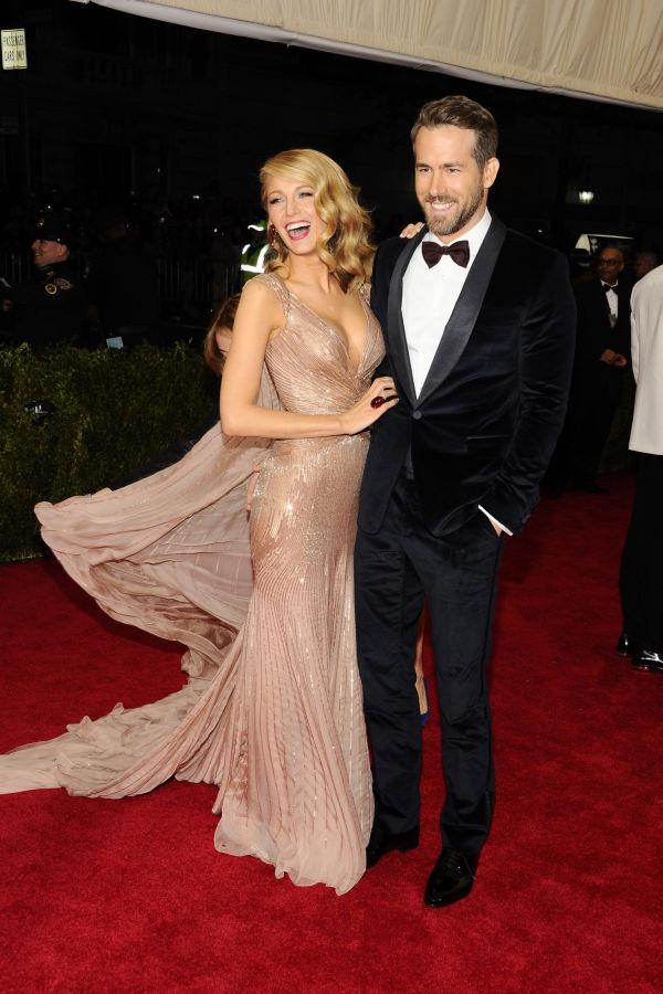 d047ce9e HOT PAR: Blake Lively og hennes ektemann Ryan Reynolds både smilte og lo på  den røde løperen. Begge var antrukket i Gucci. Foto. NTB Scanpix