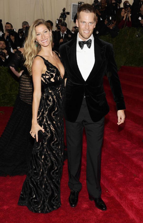 5056c526 STRÅLTE: Supermodell Gisele Bündchen, og hennes ektemann, NFL-spilleren Tom  Brady, storkoste seg på den røde løperen. Foto: NTB Scanpix