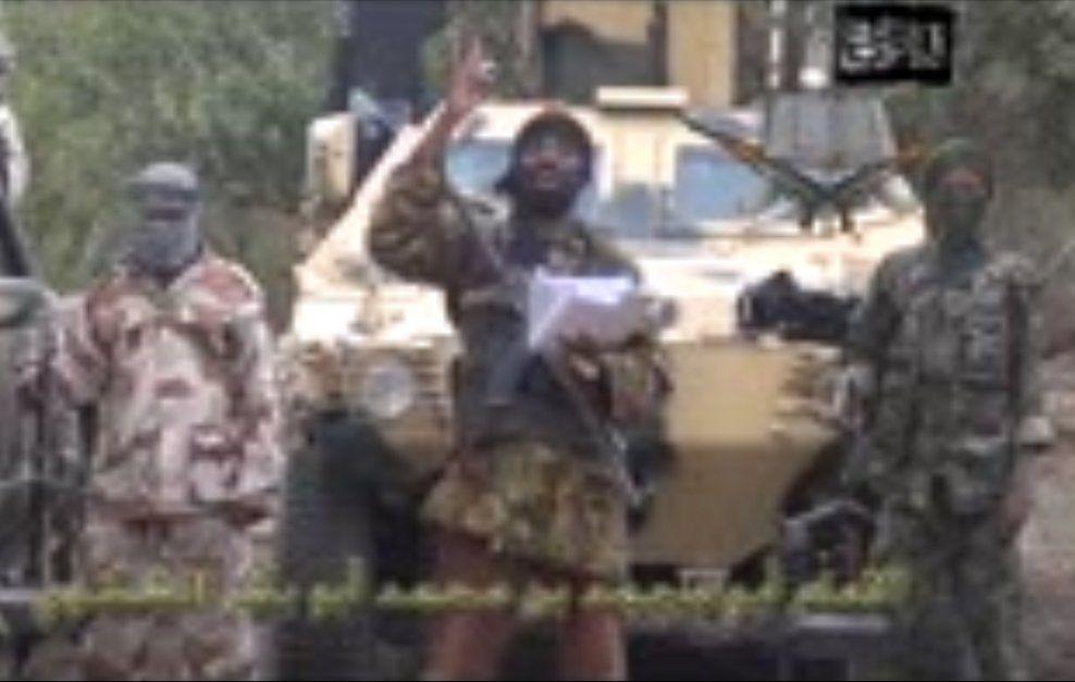 TERRORLEDER: Boko Harams leder Abubakar Shekau varsler i en video at han vil selge de bortførte skolejentene. Foto: AFP