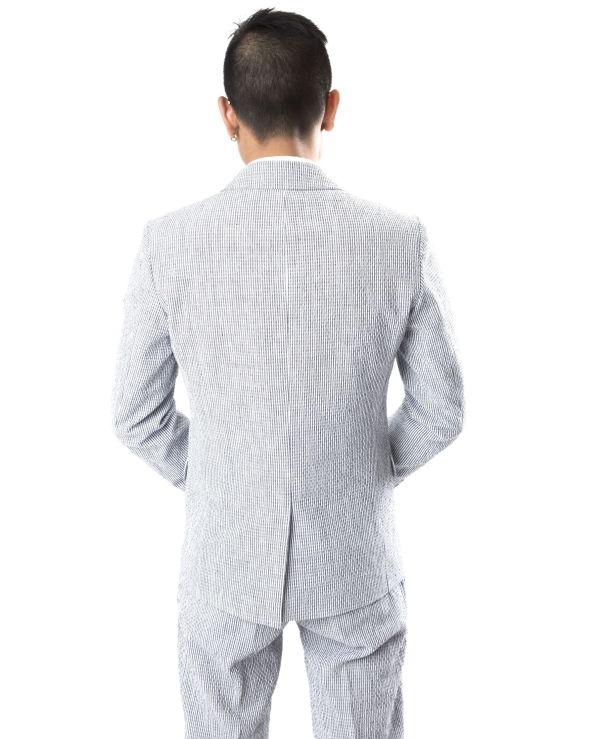 e3f616f4 STRAM, IKKE STIV: Ved å velge en jakke som sitter tett på skuldrene,