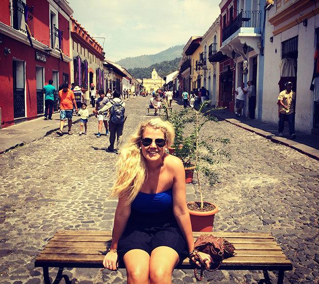 FAVORITTSTED: Her er Maria K. Ebbestad i Antigua i Guatemala. På bloggen sin har hun skrevet innlegg fra turer som har vært delvis sponset. Disse blir merket. Foto: Privat