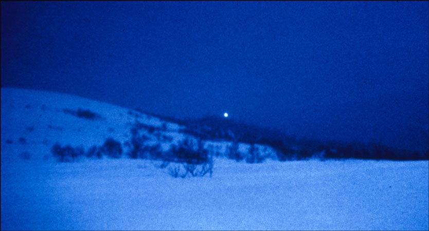 MYSTISKE LYS: Ett av de klareste bildene tatt av lysene i Hessdalen, fotografert på begynnelsen av 1980-tallet. Foto: Mary Evans Picture/Scanpix