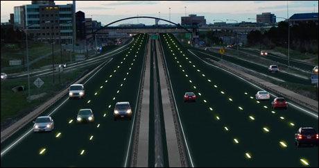 DYNAMISK MERKING: Veimerkingen er dynamisk, og kan skifte etter behov. Hvis et felt må stenges, kunne for eksempel røde merker i veibanen indikere dette. Illustrasjon: Sam Cornett/Solar Roadways