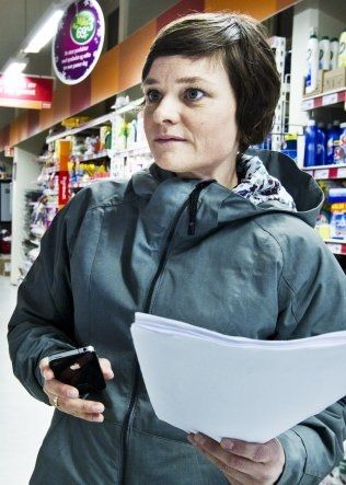BEKYMRET: Elin Vestrum, rådgiver i Forbrukerrådet frykter for alle stoffene som flyter rundt i nordmenns blod. FOTO: FRODE HANSEN/VG