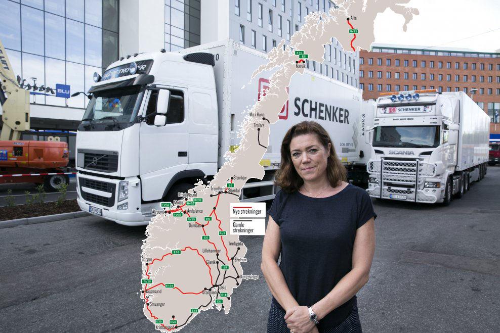 LENGRE ENN LANG: NHO-sjef Kristin Skogen Lund vil slippe til flere modultrailere på norske riksveier. Vogntogene bak henne står parkert på samme strek bak. Åtte meter skiller dem.