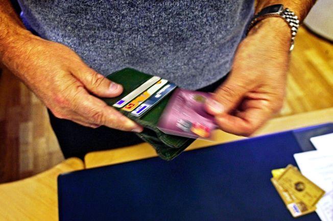 <p>UTSETTER BETALINGEN: 26 prosent av nordmenn betaler ikke hele kredittkortgjelden innen forfallsdato, ifølge SIFOs ferske rapport «Forbrukertrender 2014». Rapporten som publiseres tirsdag tar for seg åtte ulike forbrukerområder.<br/></p>