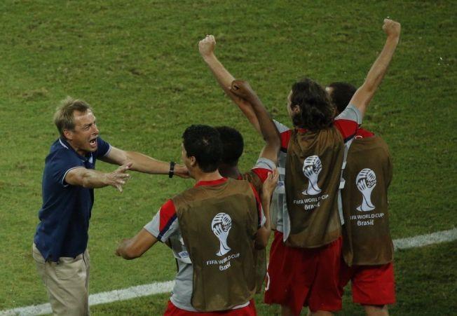 <p>SÅ GLAD: USA-trener Jürgen Klinsmann jubler over 2-1 scoringen.<br/></p>