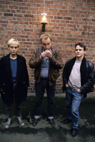 <p>ORIGINALBESETNINGEN: Jokke og Valentinerne i 1990, fra venstre: May-Irene Aasen, Joachim Nielsen og Håkon Torgersen, som har filmet klippet VGTV viser utdrag fra.<br/></p>