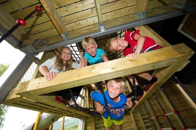 <p>FARMEN-LIV: Barn og unge skal få prøve seg i ulike praktiske gårdsdaktiviteter på Hallingdal Feriepark i Ål. De skal spikre, bygge, stelle dyr og klatre - på ekte «Farmen»-vis<br/></p>