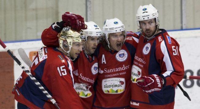 BLE TRUKKET: Lørenskog-spillerne jubler her etter en scoring mot Stavanger Oilers i desember i fjor. Før sesongen ble laget trukket 20 poeng av Ishockeyforbundet.
