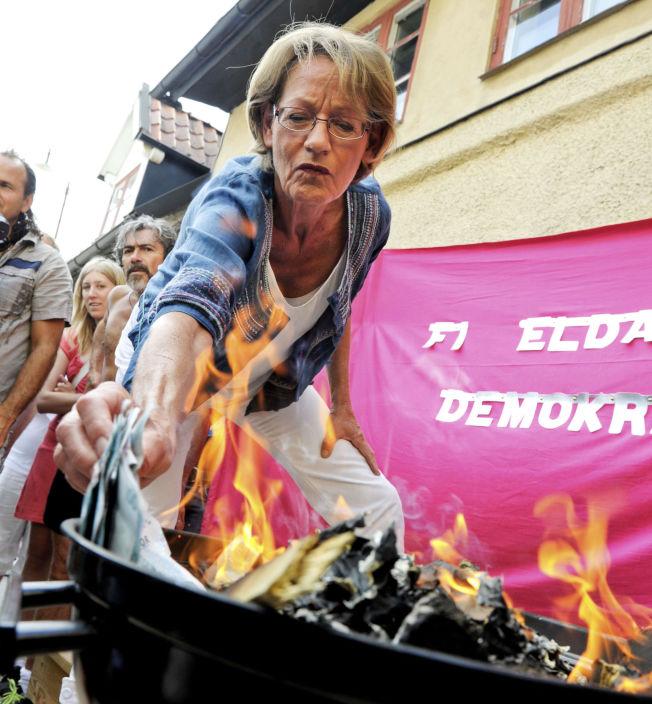 <p>KOSTBART: - I 2010 brant den tidligere lederen av Venstrepartiet og talsperson for Feministisk Initiativ, Gudrun Schyman, 100 000 svenske kroner i protest mot lønnsforskjeller mellom kvinner og menn. Og ja, det ga oppmerksomhet, skriver kronikkforfatteren.<br/></p>
