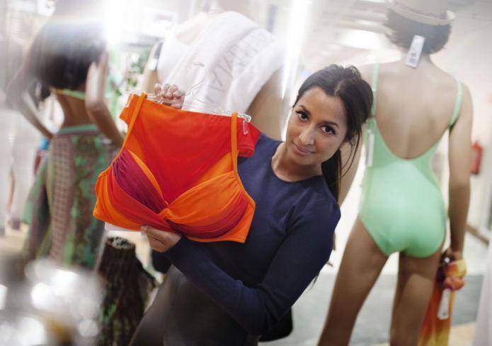 be18dd84 Prøv alltid på først: Ha din egen truse under, men prøv alltid badetøyet på  for å sjekke passformen, anbefaler stylist Sheila Lyhne.