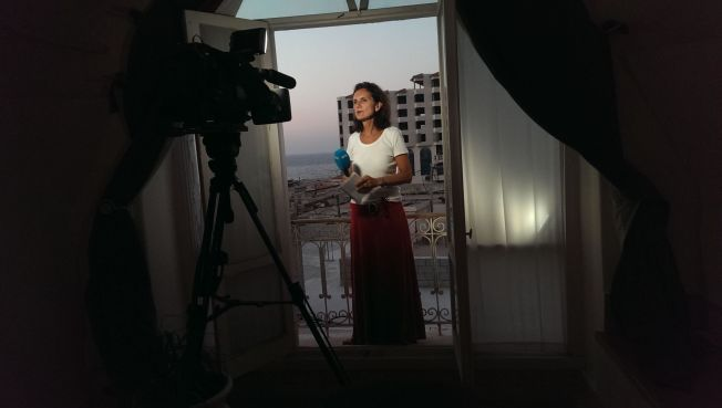 <p>KRITISERES: Utenriksreporter Sidsel Wold i NRK. Her rapporterer hun live fra Gaza.<br/></p>