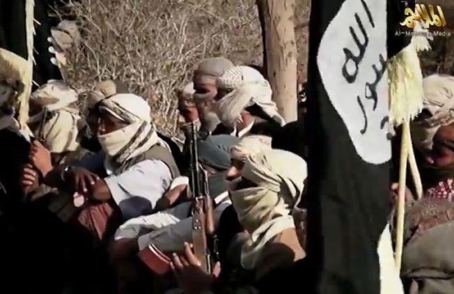 <p>AL-QAIDA PÅ DEN ARABISKE HALVØY: Dette bildet skal være tatt i april i år, og skal vise medlemmer av al-Qaida på den arabiske halvøy (AQAP) i Jemen.</p>