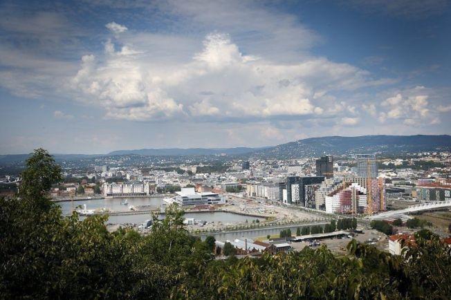 HOVEDSTADEN: Oslo sett fra Ekeberg med Rådhuset, Slottet, Operaen og Bjørvika i bakgrunnen. PST avgrenser ikke til hvor i Norge terrortrusselen er, men den skal være noe redusert.