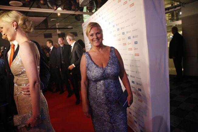 <p>TOK KRITIKKEN MED GODT HUMØR: Thorild Widvey smilte fortsatt etter Amanda-showet. Her er hun fotografert på den røde løperen før showet begynte i Haugesund.</p>