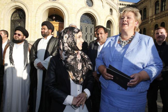 <p>SNAKKET MED STATSMINISTEREN: Faten Mehdi Al-Hussaini og Erna Solberg slo av en prat foran Stortinget.<br/></p>