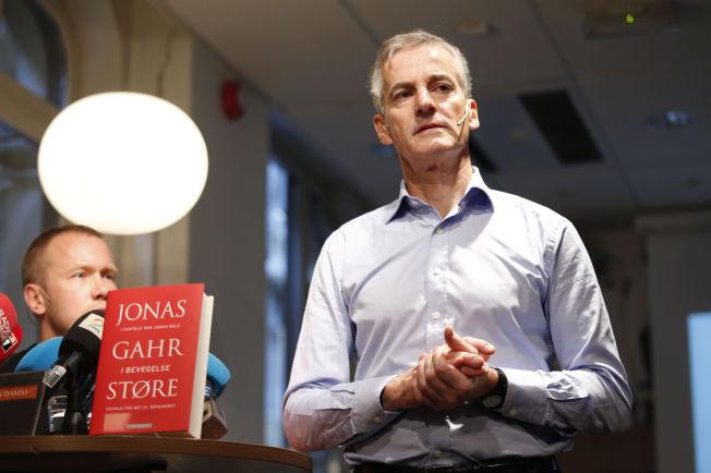 <p>MYE PÅ HJERTET: Ap-leder Jonas Gahr Støre har brukt de siste ni månedene på å skrive en bok om sin egen politiske vekkelse og overbevisning. Her på pressekonferanse tirsdag med medforfatter Jonas Bals.<br/></p>