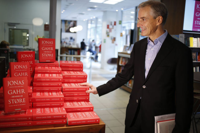 <p>3 x JONAS: I løpet av 2014 utgis det tre bøker av Ap-lederen. Han spør seg selv om det ikke kan bli litt vel mye Jonas, men klarte ikke å holde seg unna skrivingen selv.<br/></p>