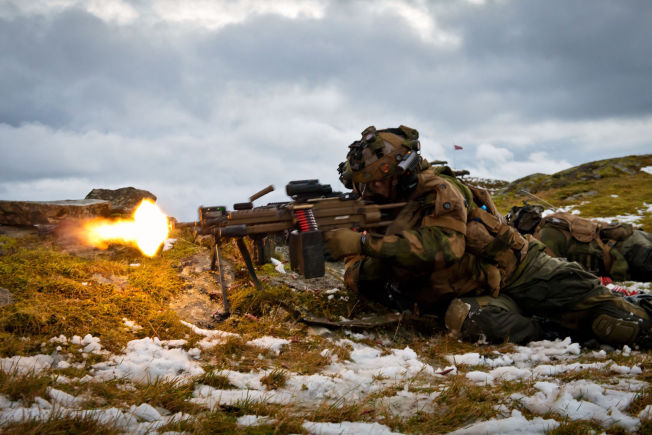 <p>ERFARNE: En av soldatene fra Mekanisert Infanterikompani 3 (Mek 3) i Telemark bataljon (TMBN) - de samme soldatene som nå skal til Latvia på NATO-øvelse - under en Øvelse Vestland i fjor. TMBN består kun av yrkessoldater, mange med lang erfaring fra Afghanistan.<br/></p>