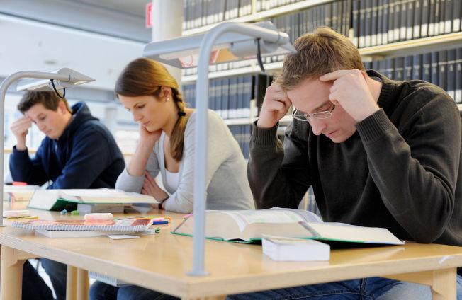 <p>LESETID: Mange tenker kanskje på studietiden som en god periode av livet, med mye frihet, utfoldelse, fest og moro. En fersk, stor undersøkelse slår sprekker i dette bildet.<br/></p>