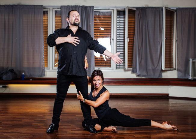 <p>DANSER FOR LIVET: Per Heimly innrømmer at «Skal vi danse» var hans siste sjanse for å ta tak i livet. I konkurransen kjemper han seg til toppen med partneren Therese Cleve-Stiansen.<br/></p>