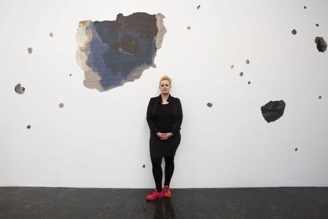 <p><b>KULEHULL:</b> Mari Meen Halsøy fikk pris for «Wounds» som viser kule- og granathull i «The sniper's room» i Beit Beirut, et ikonisk ruinbygg fra borgerkrigen.</p>