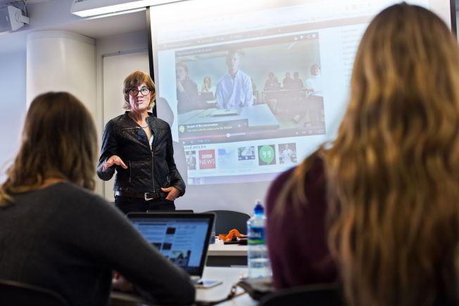 Sosiale medier i skolen. Lærer Ann Sørum Michaelsen ved Sandvika videregående skole er opptatt av å bruke nye digitale muligheter. FOTO: JØRGEN BRAASTAD / VG