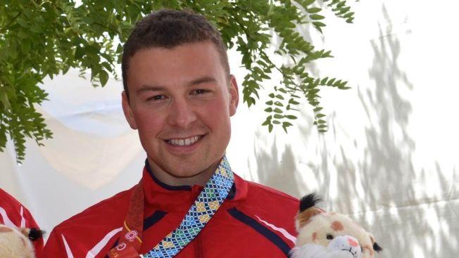 <p>STRÅLTE: Ole-Kristian Bryhn var svært fornøyd etter å ha tatt gull på 300 meter helmatch i VM. Der ble han også konge etter seks medaljer.<br/></p>