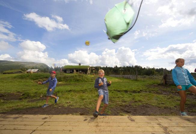 <p>LÆRERIKT: Energi og miljø er viktige elementer i den nye aktivitetsparken på Kalven – som denne kraftige tennisball-spretterten.</p>
