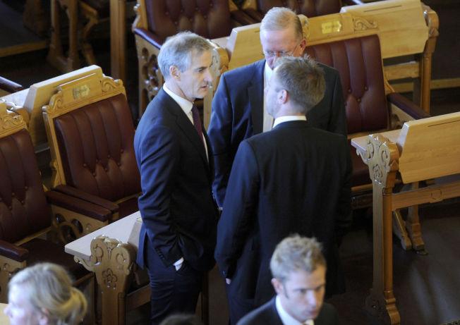 <p>KRITISERES: Torsdag var den offisielle åpningen av det 159. storting. Jonas Gahr Støre (Ap) vaqr tilstede.</p>