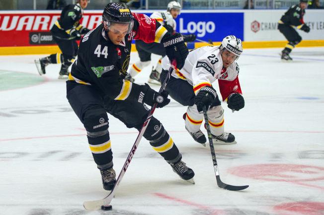<p>SLO TILBAKE: Nick Plastino og Stavanger Oilers nektet å gi opp da de havnet under 0-2.</p>
