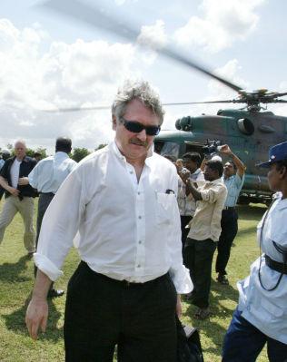 <p>TUNGVEKTER: Jon Hanssen-Bauer er en av de mest erfarne diplomatene i Utenriksdepartementet. Bildet er fra et tidligere oppdrag i Sri-Lanka i 2006.<br/></p>