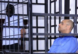 <p>FENGSLET: Saif al-Islam Gaddafi i retten i Zintan i Libya 25. mai i år.</p>