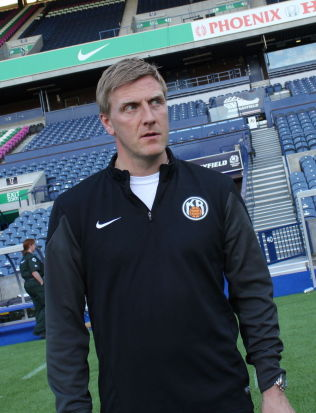 <p>HAR SNAKKET MED SARPSBORG: KR Reykjavik-trener Runar Kristinsson skal også ha vært i samtaler med Sarpsborg 08 om den ledige trenerjobben.<br/></p>
