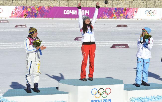 <p>GULLJUBEL: Justyna Kowalczyk fra Polen tok OL-gull på 10 kilometer klassisk enkeltstart i Sotsji i febraur i år. Charlotte Kalla (t.v.) og Therese Johaug klappet for sin overkvinne under blomsterseremonien på stadion den dagen.<br/></p>