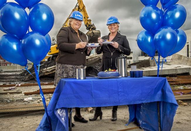 <p>IKKE METT PÅ MAKT: Siv Jensen og Erna Solberg takket nei til barnehagebursdag og ville i stedet markere regjeringens 1-årsdag på en byggeplass. Sivs bursdagsgave til Erna var en dårlig skjult melding om at hun ønsker seg jobben til sjefen.</p>