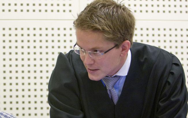 <p>FORSVARER: Advokat Olle Nohlin forsvarer den 45-årige dobbeltdrapsmannen. Natt til onsdag 16. oktober 1996 begikk 45-åringen to helt uprovoserte drap og har siden sonet i fengsel.<br/></p>