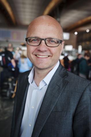 """<p>HYLLER PROSJEKTET: Europaminister Vidar Helgesen (H) er blant VIP-gjestene under åpningen av den norske, flytende gassterminalen """"Independence"""" i Litauen mandag.<br/></p>"""