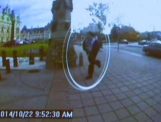 <p>TREND: Terroristen Michael Zehaf-Bibeau ble fanget opp av et overvåkningskamera løpende mot parlamentsbygningen i Ottawa.<br/></p>
