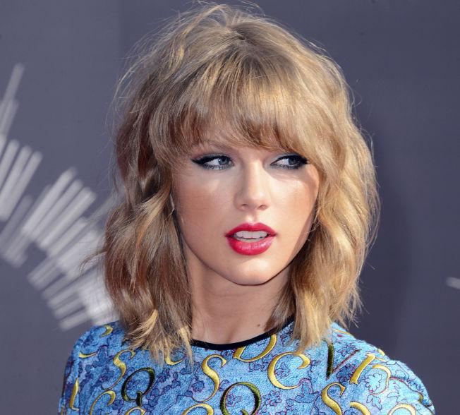 <p>TAR SEG BETALT: Taylor Swift. Foto: AP<br/></p>