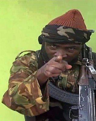 <p>LEDEREN: Boko Harams leder Abubakar Shekau var ikke sett i offentligheten på årevis før i våres. Bildet er fra videoen som ble frigitt i mai. Foto: AFP</p>