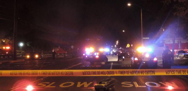 <p>SPERRET AV: Politiet satte opp sperretape rundt åstedet i lille Santa Ana.<br/></p>