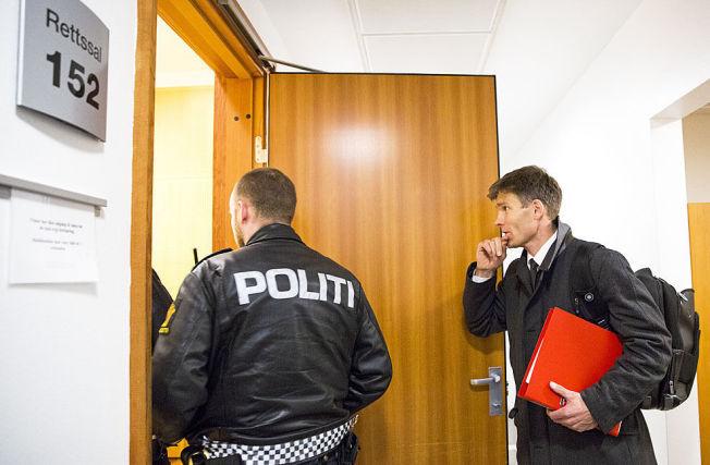 <p>FENGSLINGSMØTE: En Oslo-kvinne er varetektsfengslet for omsorgssvikt av sønnen. Her er politiadvokat Pål-Fredrik Hjort Kraby på vei inn i fengslingsmøtet som fant sted i Oslo tingrett i går.<br/></p>